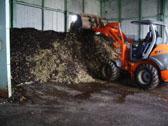 生ごみと菌床の混合、撹拌